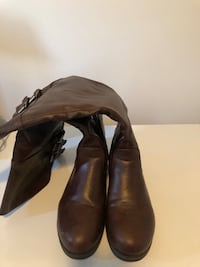 Brown knee high boots size 8 Calgary, T2E 6G4