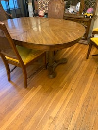 Dining room table & 6 chairs. Need a little repairs but worth the $$$ Cheverly, 20785