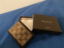 8/10 condition Gucci bi fold wallet