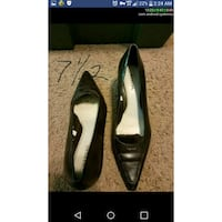 pair of black leather pointed-toe pumps Minneapolis, 55434