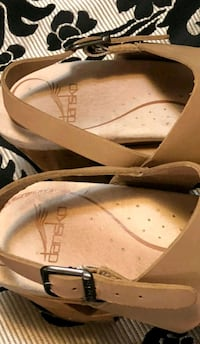 pair of brown leather flats size 39 Roanoke, 24012