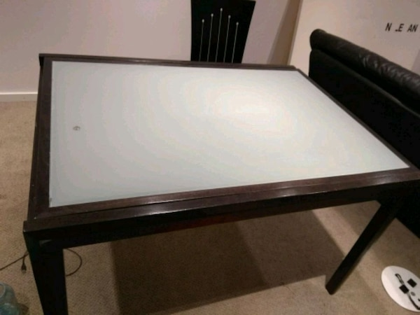 Glass table and 6 chairs, extends to seat 12 dade382d-f62d-4263-874d-aae5c35e8841