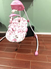 Pink and white floral print Minnie Mouse swing San Angelo, 76904