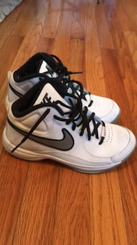 Pair of white-and-black nike basketball shoes 586 mi