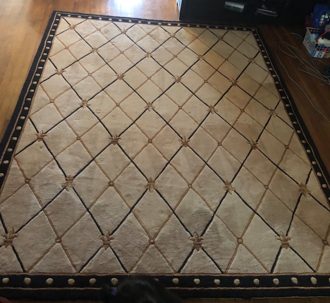 carpet good condition 2f47f83a-3ec6-4b2d-ab0b-51fa1780347f