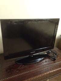black Samsung flat screen TV Laval, H7T