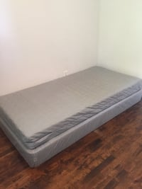 Twin size bed mattress with box springs  Rosemère