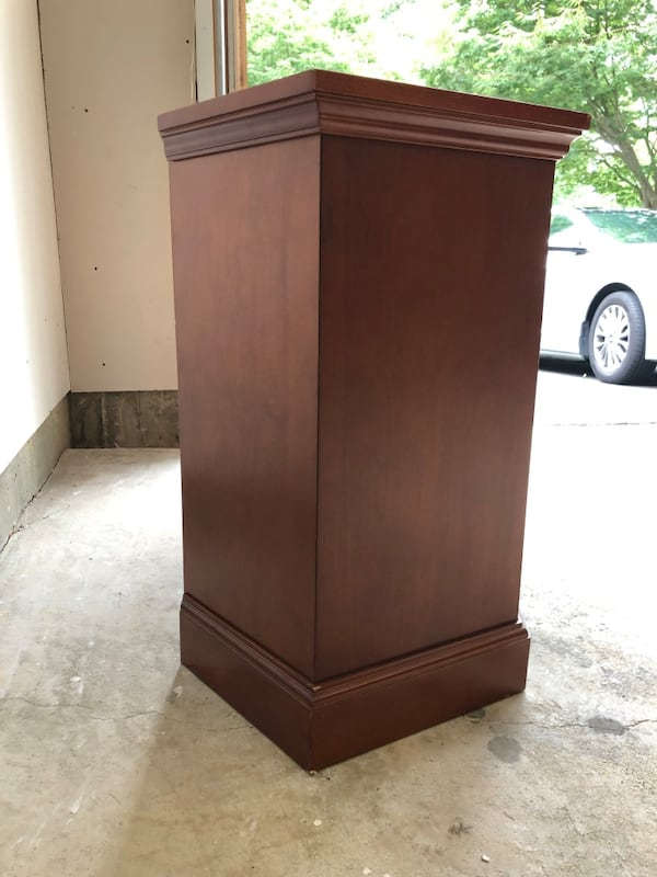 TV console with two shelves and glass doors 0c3290b0-19ae-42f8-a625-ad6591fef683