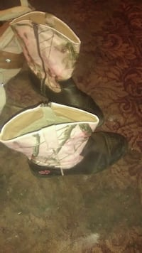 Pink cowgirl boots 249 mi