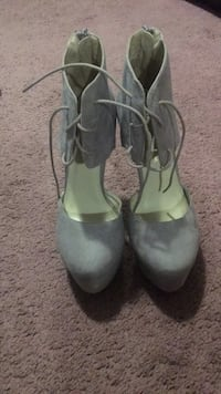 Pair of gray leather ankle strap heeled shoes size 7 never worn 20$ obo Cambridge, N1T 1W6