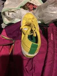 Convers sneakers stars good condition size 5.