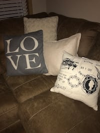 Throw pillows 60 for all or 8 for one  Elwood