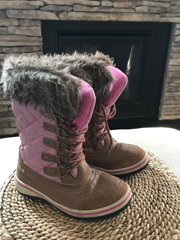 278394a59872 Used Size 1 girls winter boots for sale in Essa - letgo