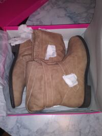 WOMENS SIZE 8 FLAT BOOTS (NEW WITH TAGS? Oklahoma City
