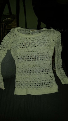 Women's knit sweater med