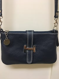 Navy Italian Leather Crossbody Bag Excellent Used Condition Perfect for all your small essentials!!  Wenatchee, 98801