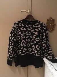 Ladies never worn black & cream sweater a little oversized size M/L Oakville, L6K 1Y8