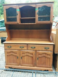 Solid oak china cabinet table with a leaf and 6 chairs, Georgina, L0E 1N0