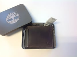 NEW Timberland Men's Genuine Brown Leather Bifold Wallet in tin box
