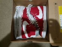 pair of red-and-white Nike sneakers Belton, 76513