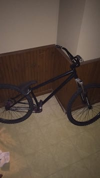 Specialized dirt jumper mint condition Aylmer, N5H 2X2
