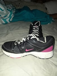 pair of black Nike low tops size 6.5 Smithville, 64089