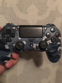 PS4 CONTROLLER   East Rutherford, 07073