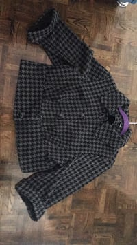 Black and gray houndstooth print textile