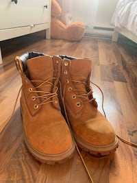 Timberlands size 7 Lachine, H8S 3E7