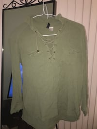 olive shirt small Laval, H7E 3Z8