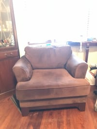 Super comfy corduroy/velour like chair Toronto, M6E