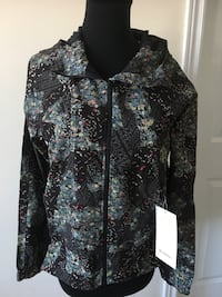 Lululemon jacket size 6 bnwt pack it up jacket 549 km
