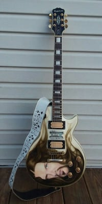 white and black electric guitar New Holland, 17557