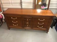 1966 Bassett Furniture 9 Drawer Wooden Chest of Drawers Dresser with mirror Newport News, 23601