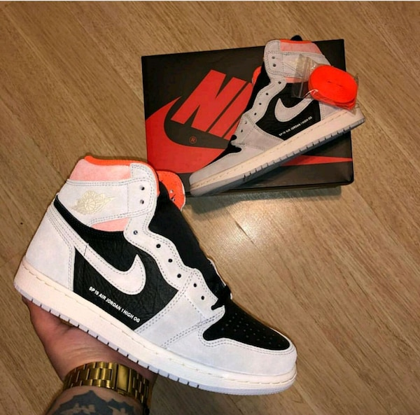 0acb776f5904 Used pair of white-and-black Nike basketball shoes for sale in Mississauga
