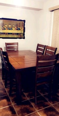 Extendable  Wooden  Dining Table with 6 Chairs Brampton, L6R 0P3