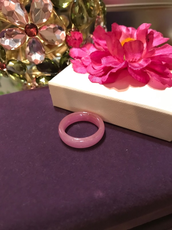 Pretty! Pink ! Unique Vintage Plastic Ring 4