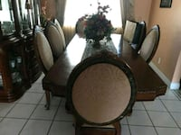 Beautiful dining table and display cabinet!!!!! Miami, 33183