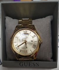 round gold-colored Guess analog watch with link bracelet Toronto, M9M 2H6