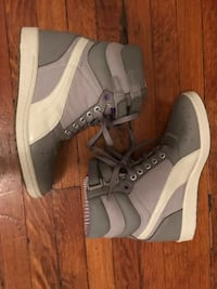 Grey hightop puma sneakers  Toronto, M6G