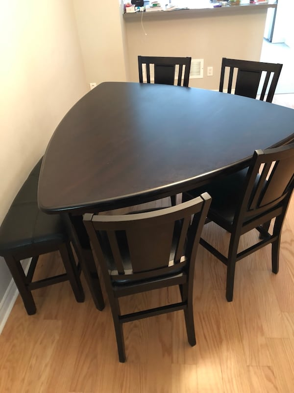 Counter-height table and 4 chairs- bonded leather and gently used! f44e08c3-3091-492e-9b85-33d095819068