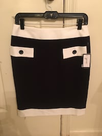 BRAND NEW!! Nine West skirt size2 $6