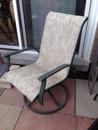 Green metal Patio chair (bouncing) Mississauga, L5J 1V6