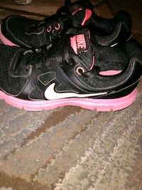 Nike black pink and white size 6y  Tullahoma, 37388