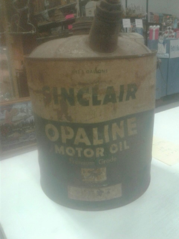 Vintage Sinclair 1940 opaline motor oil can