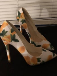 White pump with yellow and green flowers  58 mi