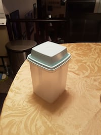 Tupperware pickle container Edmonton, T5Y 2P2