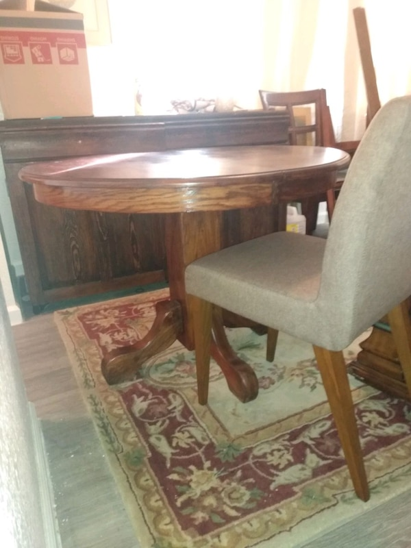 kitchen table with chairs  a26dc885-5600-42a4-b3d5-49cca756f617