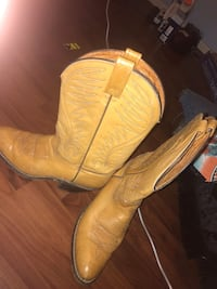 Pair of brown leather cowboy boots  Culpeper, 22701