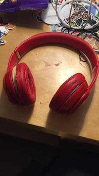 Beats solo 3 red exclusive Round Lake Beach, 60073